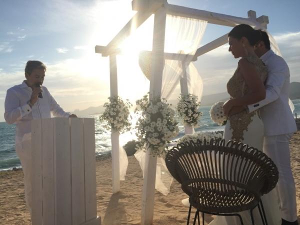 Matrimonio Sulla Spiaggia Alle Hawaii : Matrimonio sulla spiaggia ibiza cap de falco