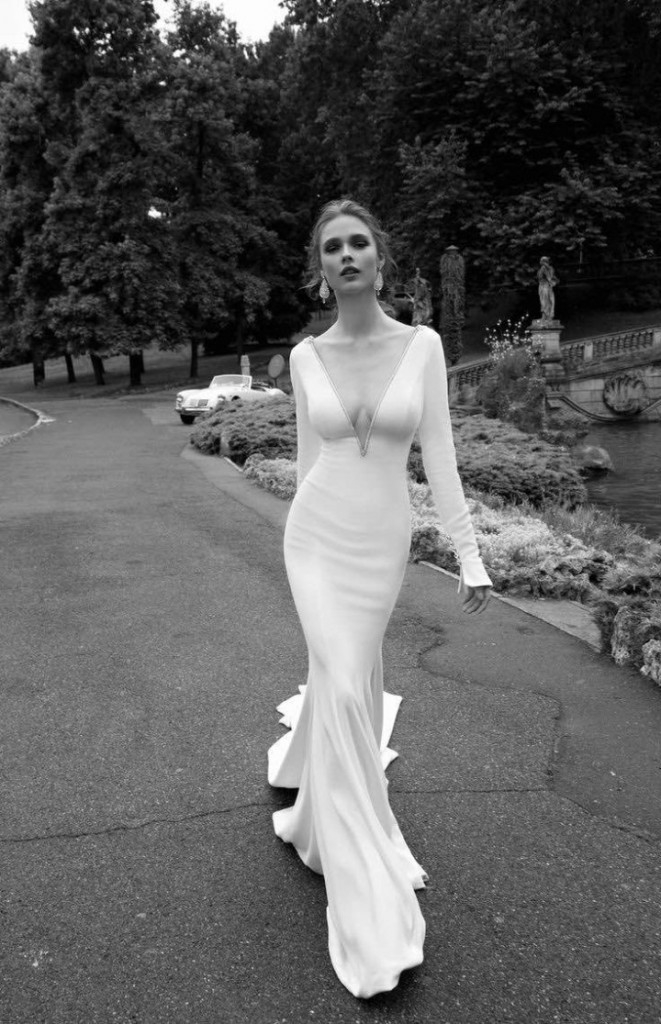 alessandra-rinaudo-wedding-dress-2016-9-10082015nz-720x1116